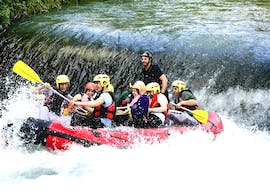 A group of participants having fun during the Rafting Classic on the Aniene River with Vivere l'Aniene.
