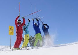 A group of adults on their private ski lessons for adults of all levels with the Lermoos Snowpower ski school.