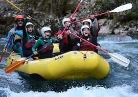 A group happily lifts their paddles during the Rafting Family on the Noguera Pallaresa with La Rafting Company.