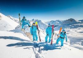 Des skieurs profitent d'une pause lors d'un cours particulier de ski pour adultes avec 360 Les Gets.