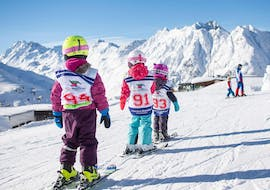 Children are skiing on the slopes during Kids Ski Lessons (6-15 years) - First Timer with the ski school Skischule Ischgl Schneesport Akademie.