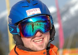 A man is having fun during adults ski lessons for all levels in the noon with ski school Total Ehrwald at Zugspitze.