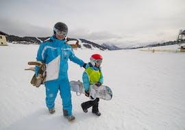 Un moniteur et son élève se préparent pour leur cours particulier de snowboard avec 360 Les Gets.