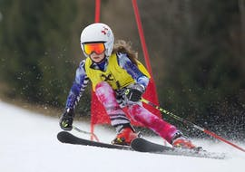 An experienced kid rocking the Semmering slopes during the Kids Ski Lessons (5-17 y.) for All Levels - Full Day with Skischule Semmering.