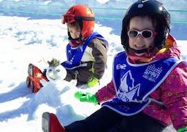 Les enfants participent à des Cours de ski Enfants (3-4 ans) et Club Cariboo - Arc 1950 avec Evolution 2 Spirit - Arc 1950 & Villaroger.