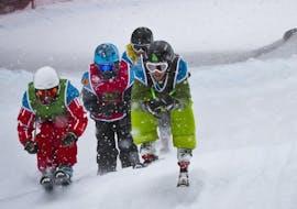 Des personnes participent à des Cours de ski freeride pour Ados (12-17 ans) - Arc 1950 avec Evolution 2 Spirit - Arc 1950 & Villaroger.