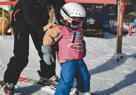 A kid learns how to ski during a private ski lesson for kids in Baqueira with Escuela Ski Baqueira.
