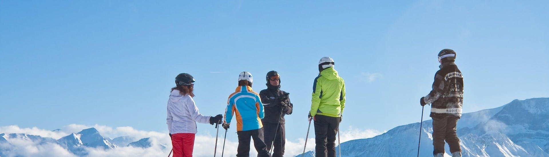 Une personne prend un Cours particulier de ski Adultes - Basse saison - Villaroger avec Evolution 2 Spirit - Arc 1950 & Villaroger.