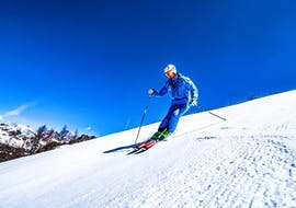 Ski instructor skiing during Private Ski Lessons for Adults of All Levels of Enjoyski School Valmalenco.