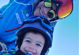 Child and ski instructor during a Private Ski Lessons for Kids of All Levels of the Enjoyski School Valmalenco.